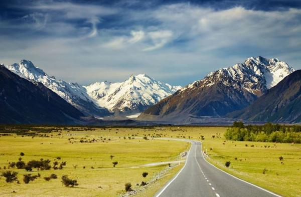 Bike tours in New Zealand on awesome road